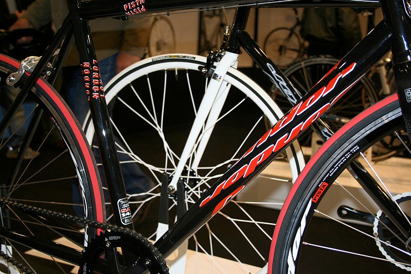 The Condor Pista gets a new modern graphics package…