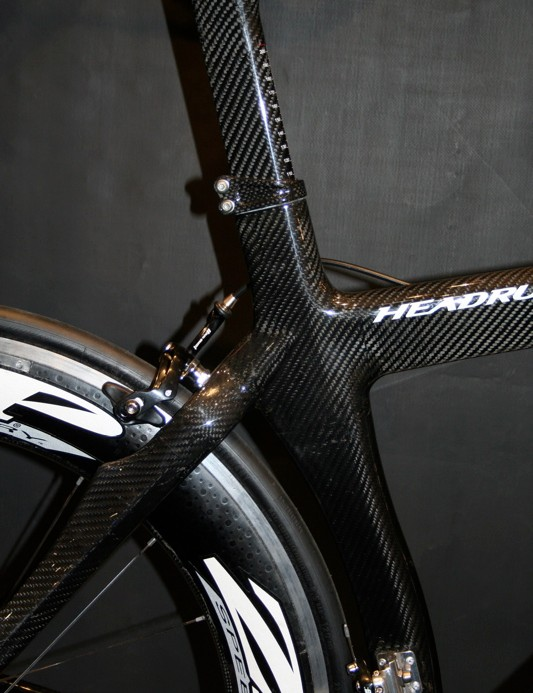 The Headrush's aero seat tube hugs the rear wheel as close as it dares.