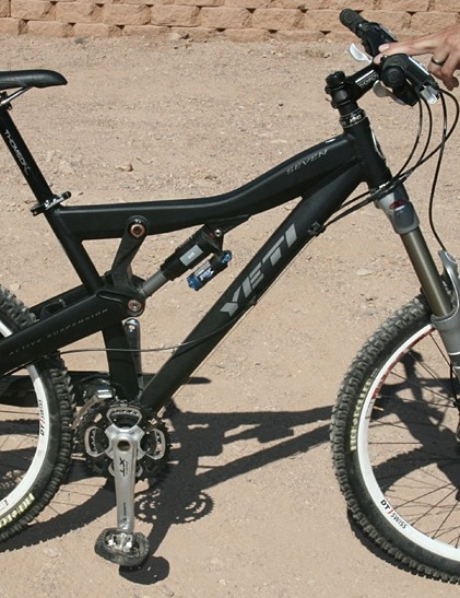 The Yeti Seven in all its right-hand chainstay-free glory