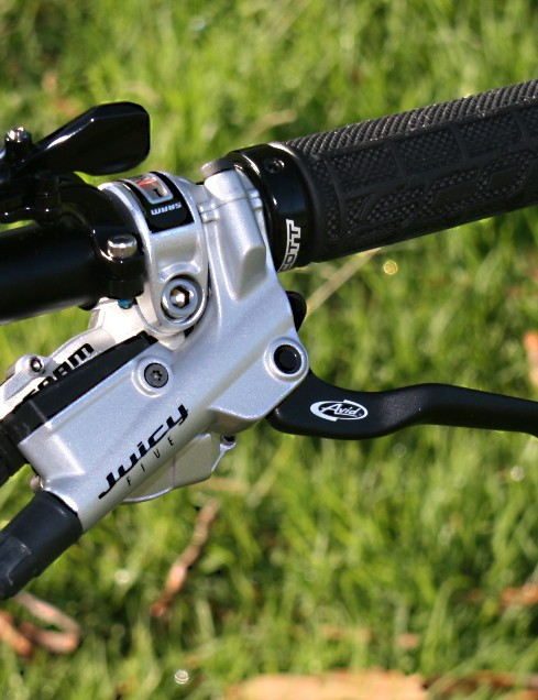 Avid Juicy Five levers lack the adjustability of the Sevens but give away nothing in stopping power
