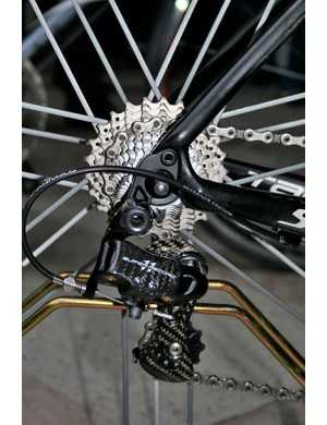 The new Super Record rear derailleur pays tribute to the original groupset with black anodising and silver graphics.
