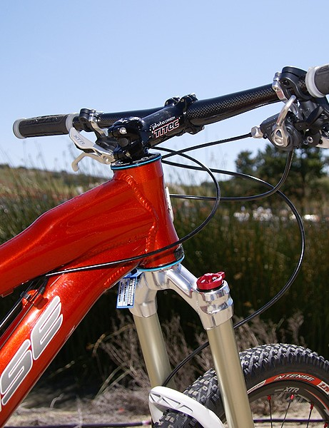 The hydroformed top tube terminates in a giant 1.5
