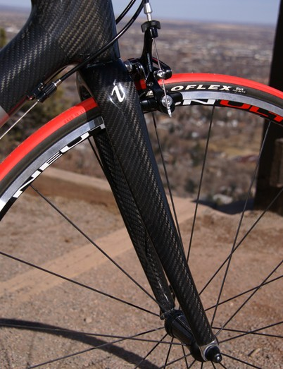 The matching carbon fork uses a tapered-and-oversized 1 1/8