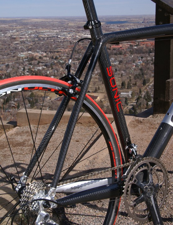 The wide seat stays flow gracefully into the top tube.
