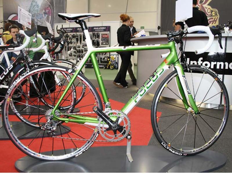 Focus homes in on carbon for 2008 - BikeRadar
