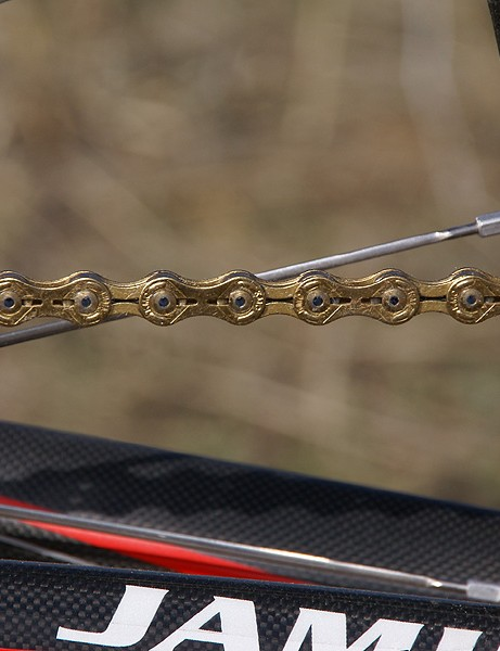 Jamis shaves a few more grams by virtue of the surprisingly capable KMC X10SL chain.