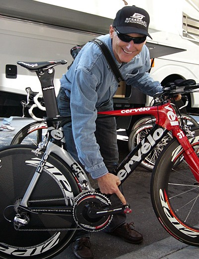 Speedplay pedal developer Richard Bryne with Jens Voigt's Team CSC TT machine