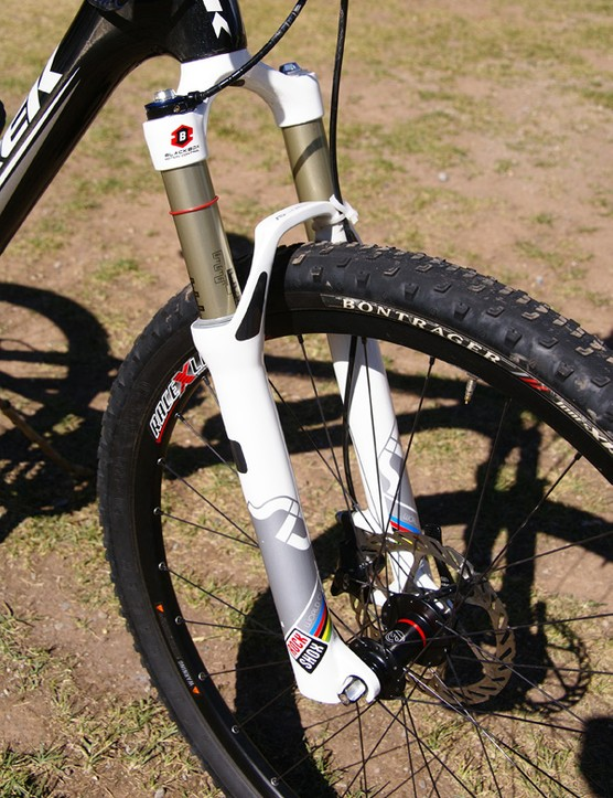 A RockShox SID World Cup handled suspension duties up front.