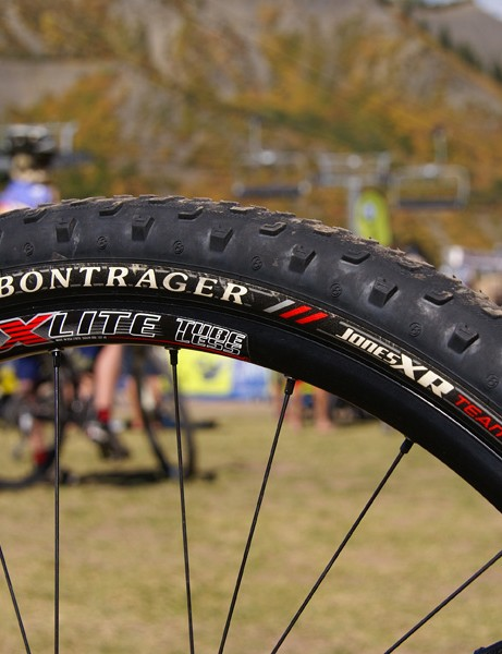Armstrong's bike was fitted with Bontrager Jones XR Team Issue tyres and Race X Lite wheels both front…