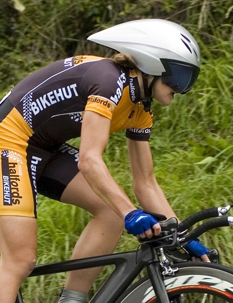 Sharon Laws (Halfords) won the women's event, in spite of a 10 second penalty for cutting a corner
