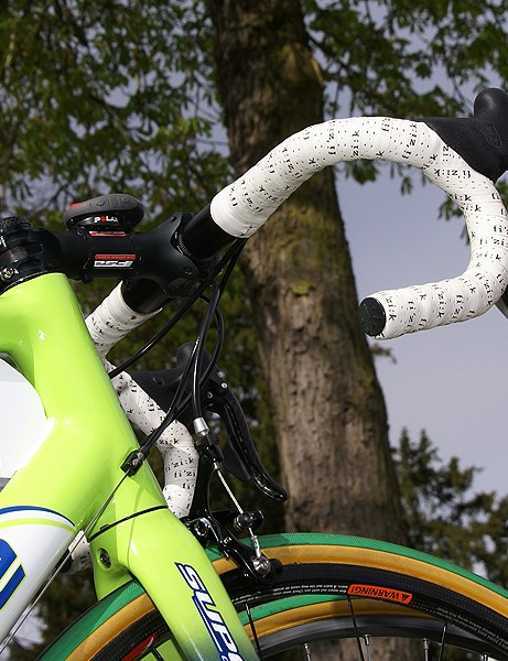 Pippo attacked the cobbles without the benefit of any extra handlebar tape or padding.