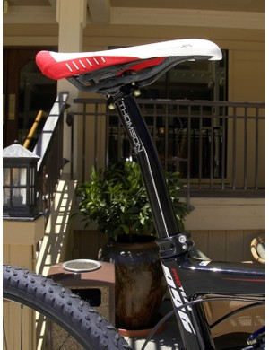 A conventional seatpost allows for easier saddle adjustments than the 986.