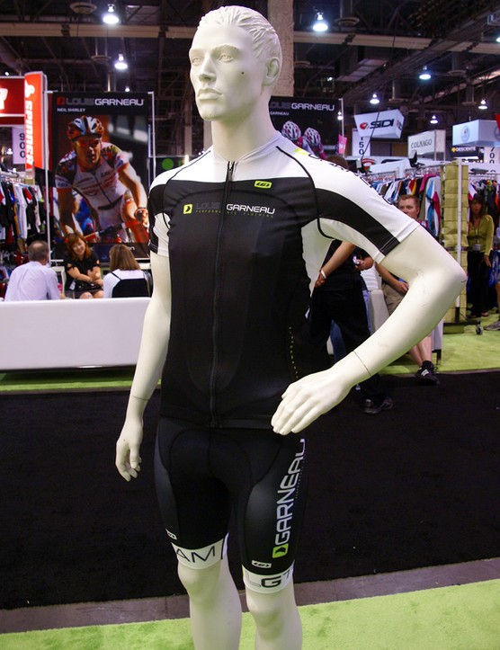 The Louis Garneau Pro Carbon ETS jersey uses Carbon Ion fabrics which supposedly enhance your performance (without getting you busted).