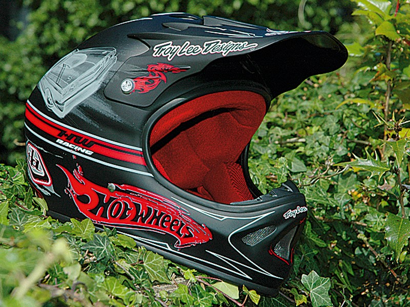 Troy Lee Designs D2