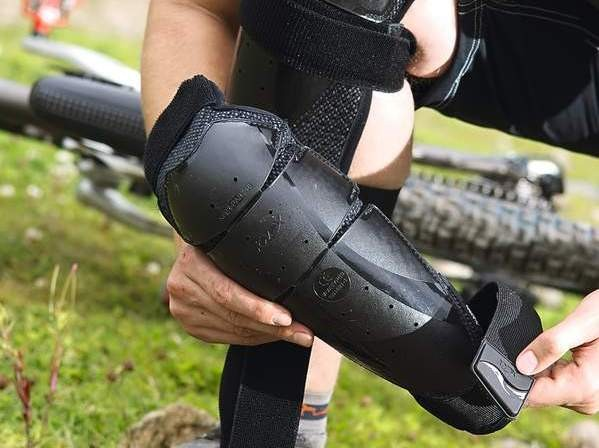 Knox Cross Knee Guards