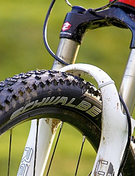 100mm of RockShox Recon Race soaks up the bumps