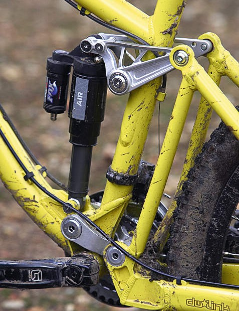 Fox DHX shock provides the rear bump-consumption