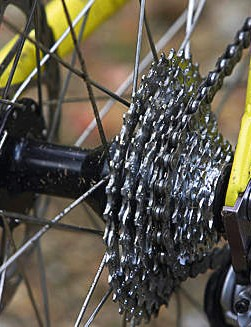 SRAM gears shift well, but the anonymous hub is an unknown
