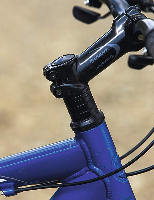 A large stack of washers between stem and headset gives the Giant  great adjustability