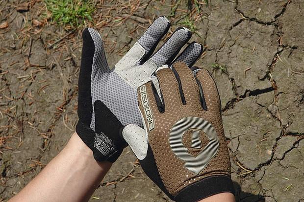 Sixsixone Raji Glove