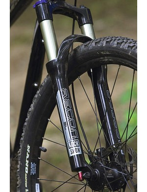 The fork's 100mm (3.9in) of air-sprung travel is just right for a bike that's best suited to racking up the miles