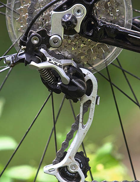 The slim lines of Shimano's Shadow XT rear mech make it far less vulnerable to accidental colision damage