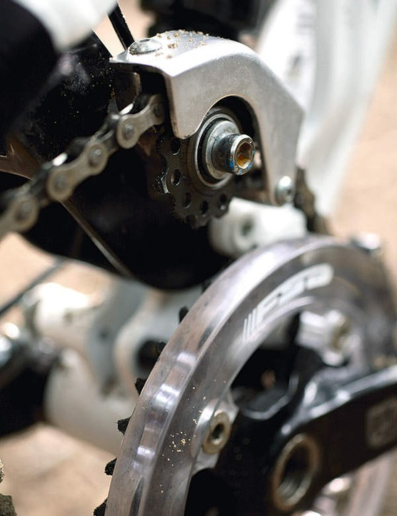 The auxiliary jockey wheel tunes pedal input into the suspension