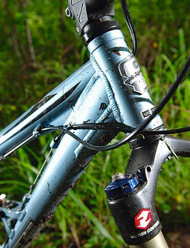 The thin tubes allow the frame to torsionally flex in tough conditions