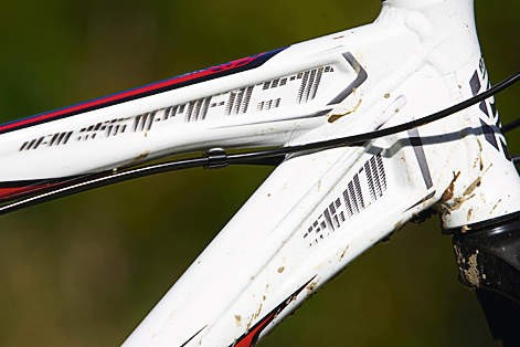 Funky, hydroformed tube profiles dominate the Aspect 30's chassis design, making for an intensely rigid structure