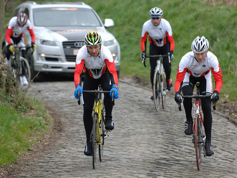 Our hero (in third wheel) 'escorts' Museeuw up the cobbles of the Oude Kwaremont.