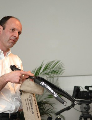 Fangio Reybrouck explains the features of the 50 percent flax MF9 fork.