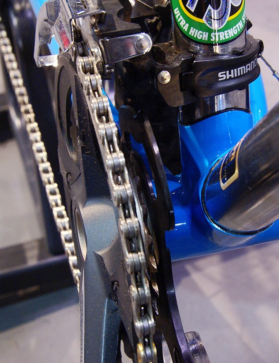 …and also a handy upper plate to help prevent dropped chains.