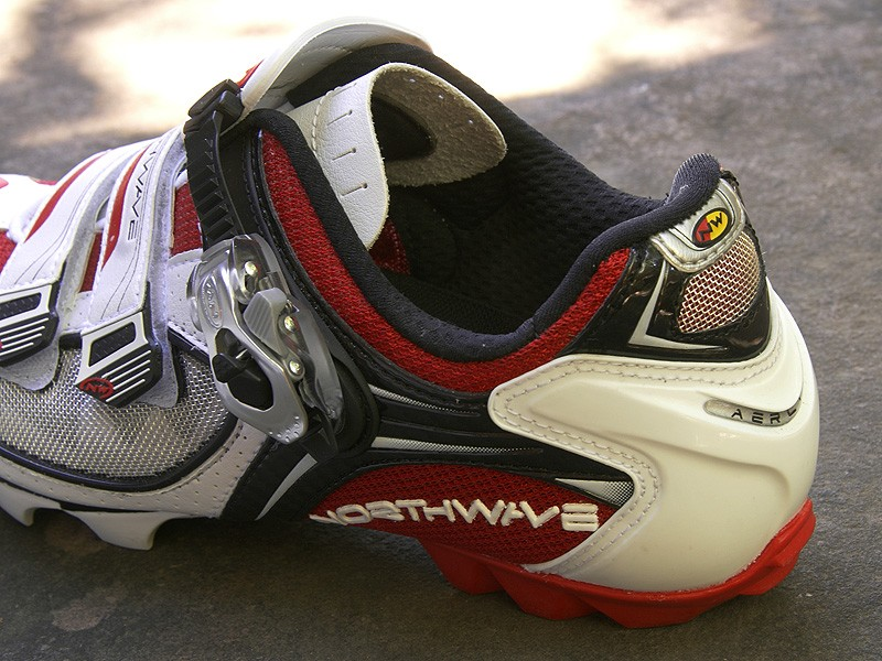 A polyurethane cage wraps the rear of the foot for exceptional heel hold, even when walking