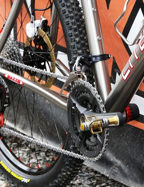 The standard Shimano XTR drivetrain is retrofitted with ceramic bearings in the bottom bracket and rear derailleur pulleys.