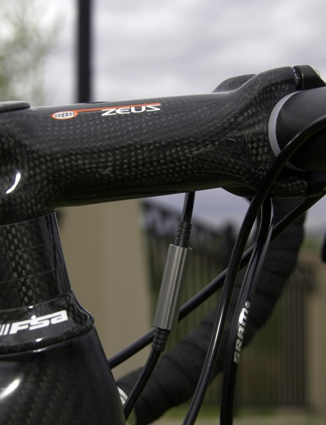 The Zeus stem is an actual carbon unit and not just a cosmetically wrapped skeleton but it still wasn't as rigid as we were expecting.
