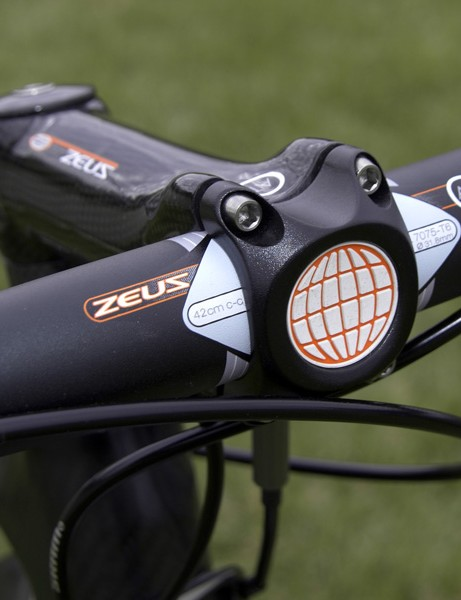 The four-bolt faceplate provided a tight grip on our test bars