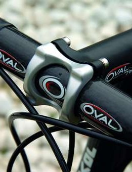 Oval R900 Carbon bars add to the 'Stealth' look of the Torgiano's set-up.