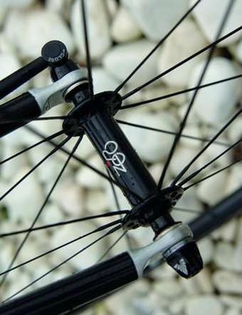 Zero 024 carbon-rimmed wheels