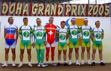 Cycling : Tour of Qatar 2005 Team Equipe Ploeg PHONAK / HUNTER Robert ( Rsa ) / CLERC Aurélien ( Sui ) / JALABERT Nicolas ( Fra ) / MURN Uros ( Slo ) / RAPINSKI Viktor ( Blr ) / RAST Gregory ( Sui ) / URWEIDER Sacha ( Sui ) / ZAMPIERI Steve ( Sui ) Stage 1 : Doha International Grand Prix Etape / Rit