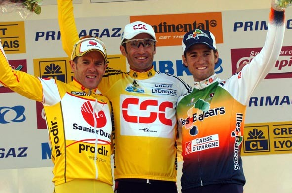 Bobby Julich shares a happy podium with 2nd-placed Valverde (right) and 3rd-placed Zaballa