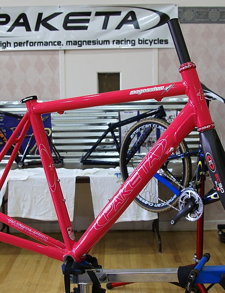 Paketa's road frame looks like a standard TIG-welded aluminum rig at first…