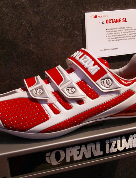 Pearl Izumi will also offer its existing Octane SL road shoe in a bright red-and-white finish.