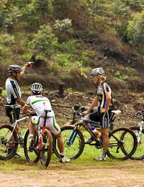 Technical manager, Kim Philips (far left) chats to some of South Africa's top riders about the XC course, from left: South African Elite Men's XC Champion, Brandon Stewart, Under-23 World Cup champion, Burry Stander and South African Junior Men's XC Champion, Rourke Croeser.