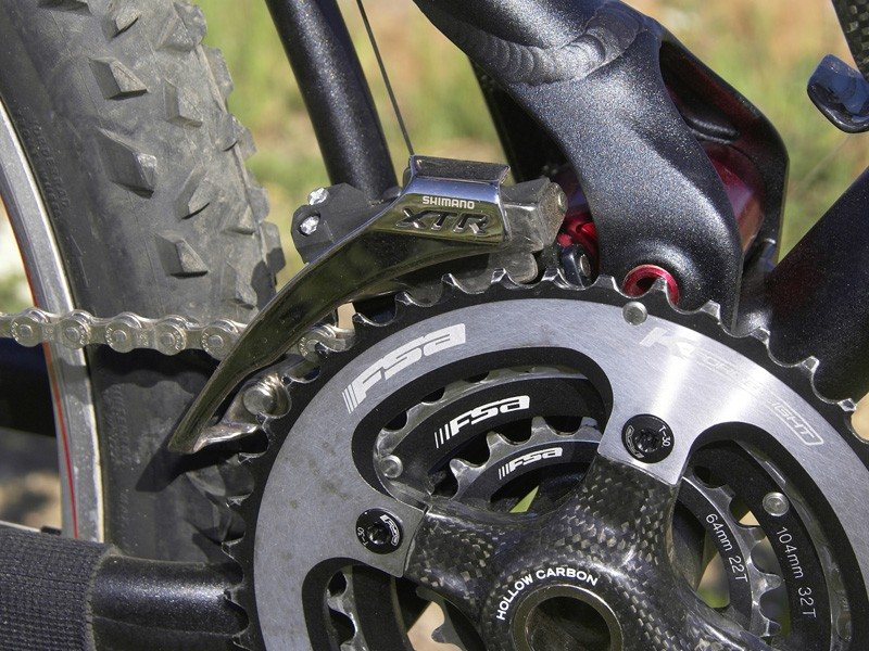 The direct-mount front derailleur tracks the chain as the suspension moves through its travel for better shifts and it also shaves a few grams
