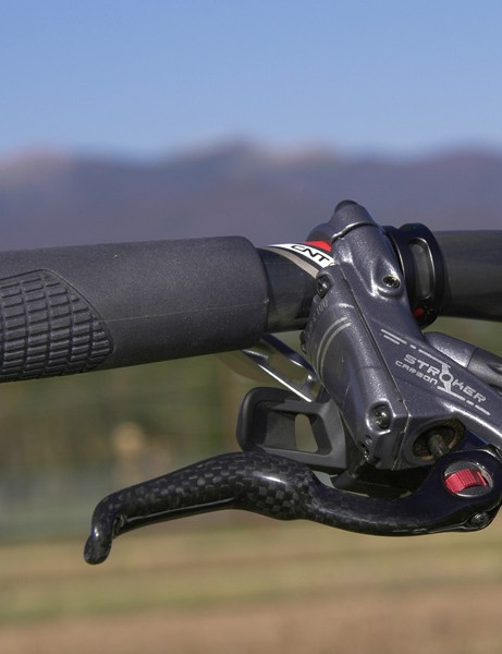 The Hayes Stroker Carbon features a handy tool-free reach adjust dial