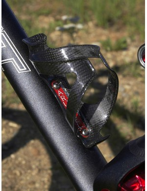 The Arundel Dave-O carbon bottle cage is road bike light but still provides mountain bike grip