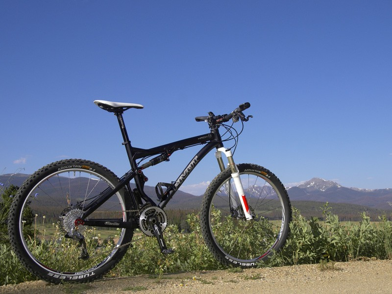 The Pivot Cycles Mach 4 is a short-travel cross-country bike that you don't have to baby