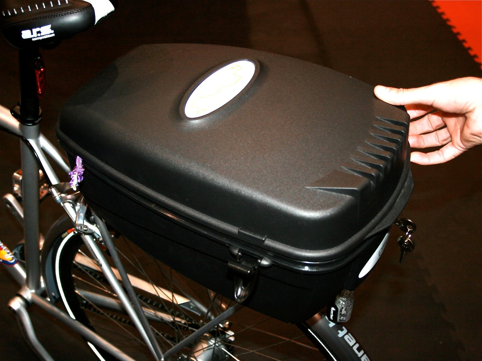 Planet Bike adds the Escape Pod rear rack cargo box to its commuter friendly line.