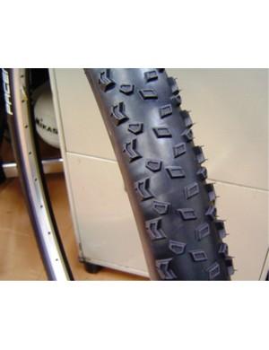 Pacenti Quasi-Moto 650B x 2.0 tyre.