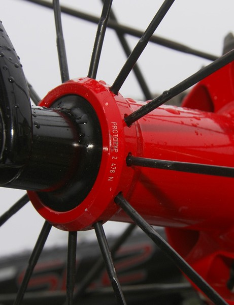The rear hub, though, is definitely a Roval but the spoking pattern has been altered to a conventional 1:1 configuration.